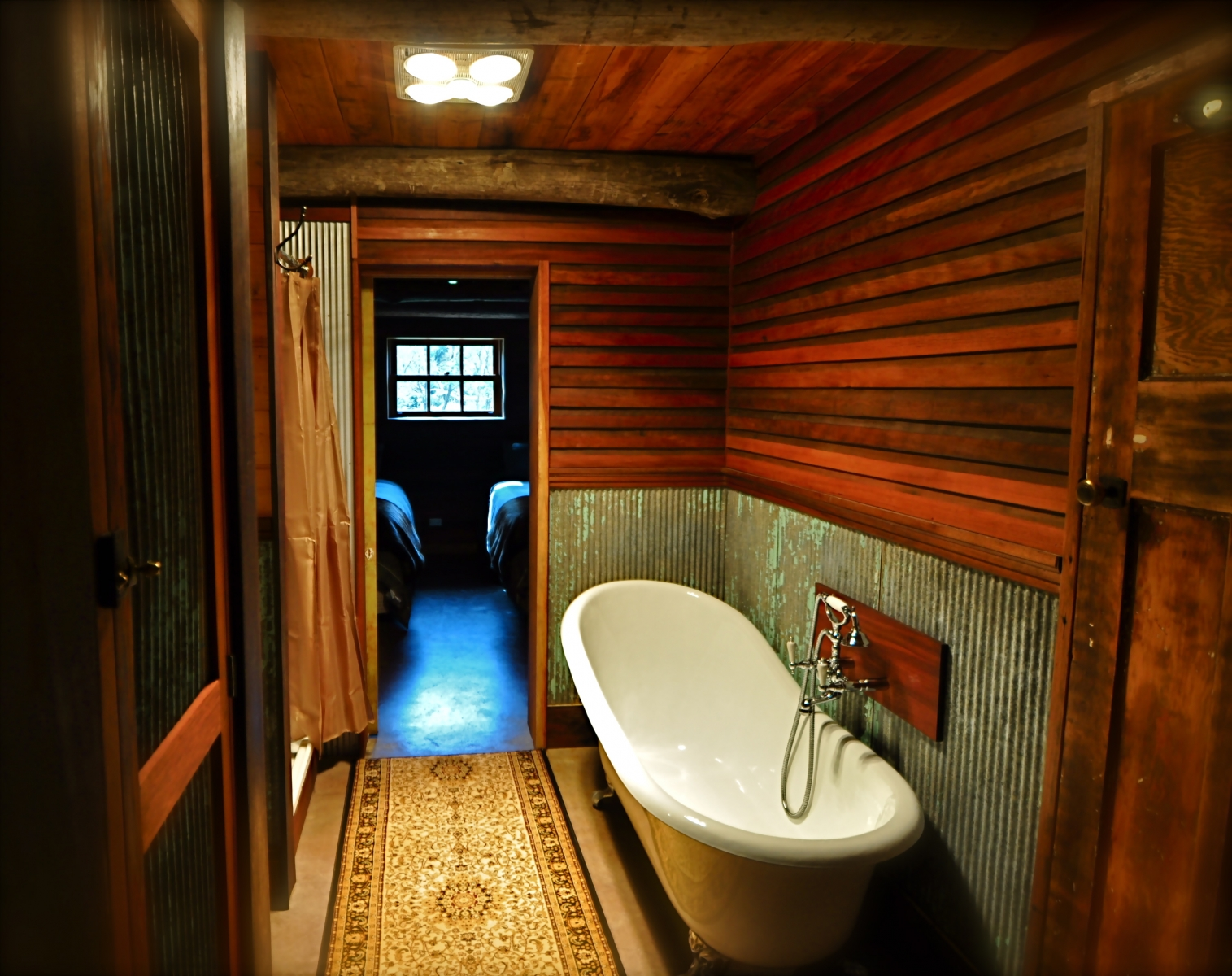 Moonbah River Hut - Bathroom