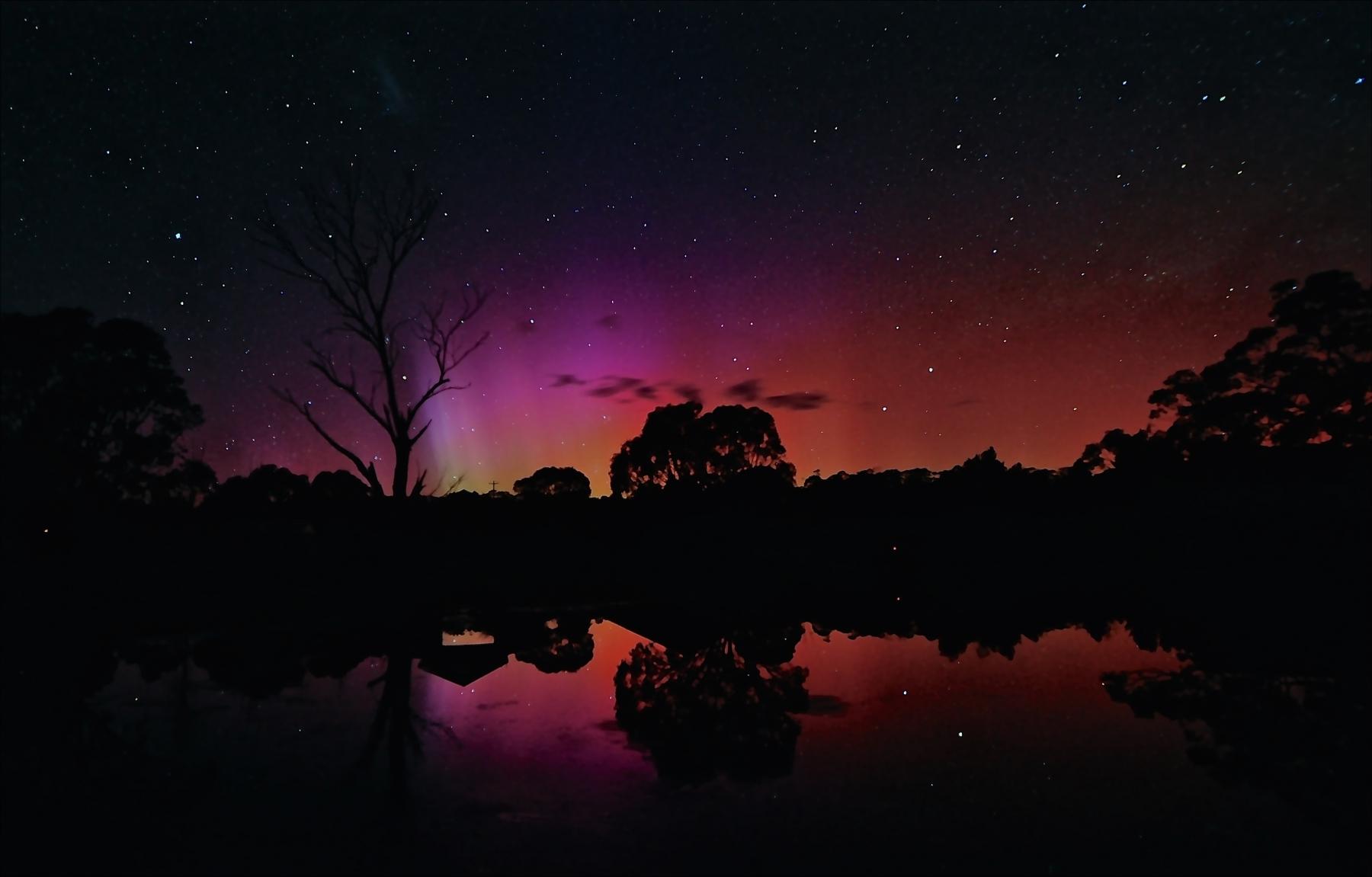 Aurora Australis visits Moonbah Huts